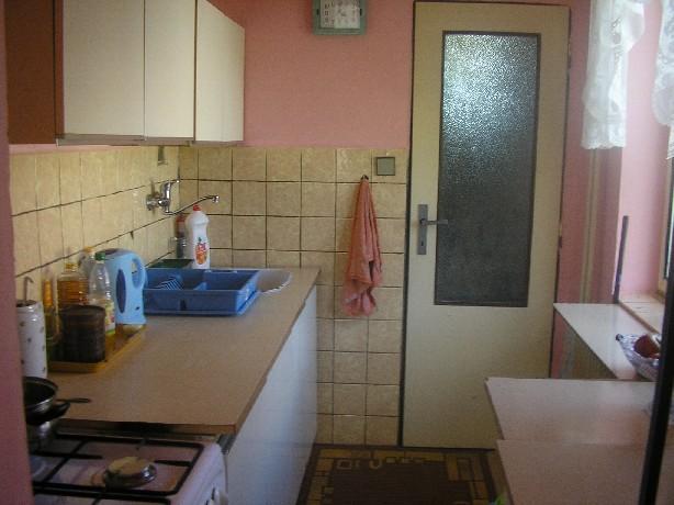 pohled do kuchynì v pøízemí
